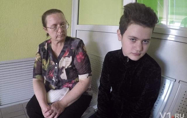 Под Волгоградом школьница попала в больницу после булочки с битым стеклом