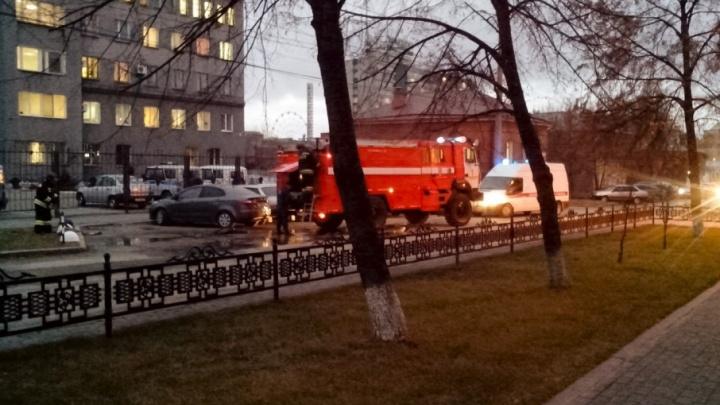 Территорию у райотдела полиции в Челябинске оцепили из-за подозрительного пакета