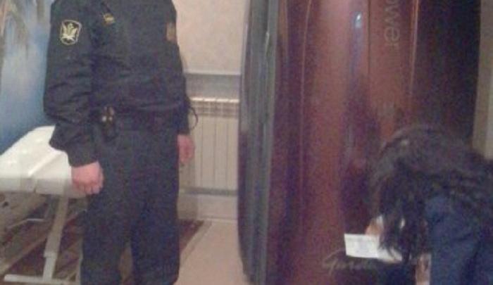В Ярославле приставы арестовали солярий