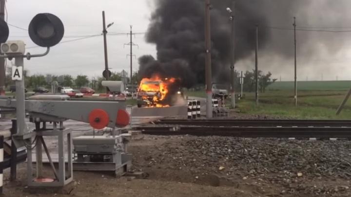 В Волгоградской области на железнодорожных путях сгорела «Газель»