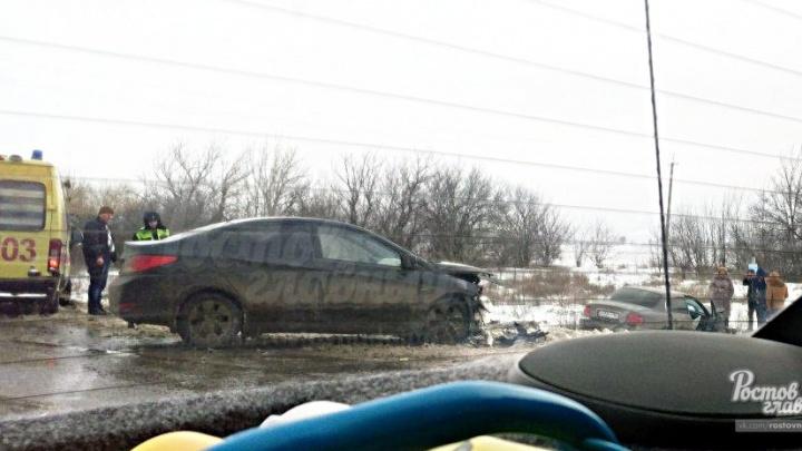 В столкновении двух Hyundai на ростовской трассе пострадала женщина