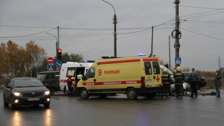 На Маймаксанском шоссе водитель «десятки» врезался в лесовоз