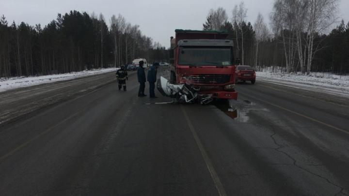 «Водитель Lada вилял и ехал по встречке»: новые подробности трагической аварии на трассе Тюмень — Омск