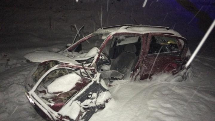 На трассе Пермь — Екатеринбург в аварии с двумя автомобилями пострадали водители
