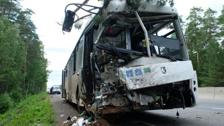 Врезался в дерево: в ДТП с краснокамским автобусом пострадали 13 человек. Подробности аварии