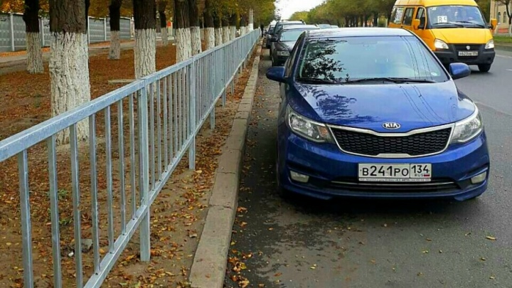 Установленную три года назад в Дзержинском районе ограду меняют на новую