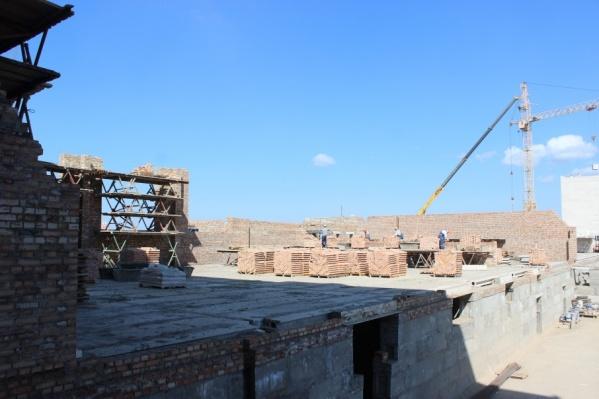 Школу начали строить в феврале этого года