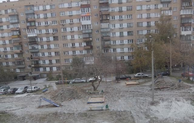 Челябинский двор оставили разбитым после подводки труб к новому торговому центру