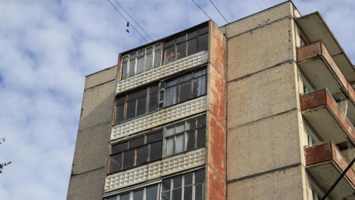 В Архангельске судебные приставы отобрали деньги за продажу квартиры у должника