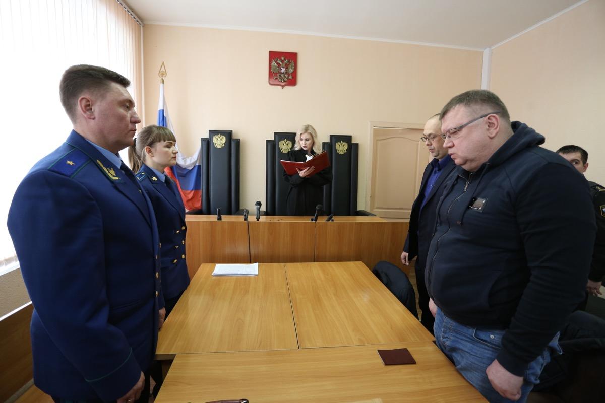 Гособвинитель Андрей Потапов просил для подсудимого четыре с половиной года колонии