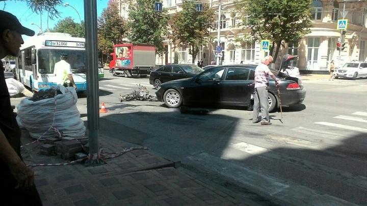 В центре Ростова произошла авария с участием мотоцикла