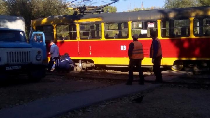 В Волжском сошел с рельс отремонтированный на 900 тысяч трамвай