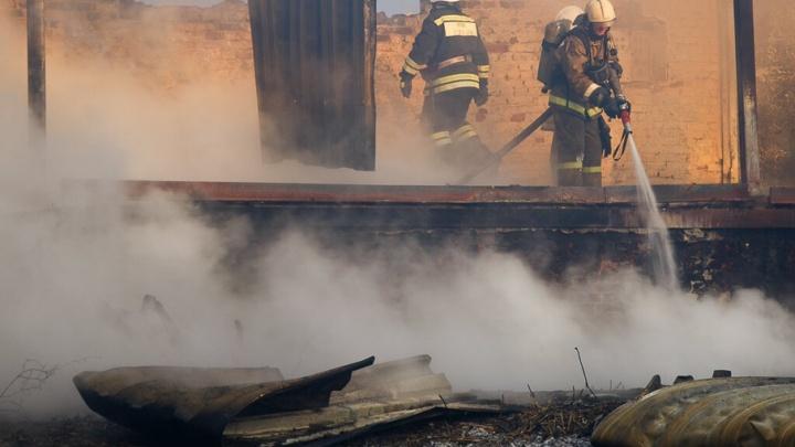 В Волгоградской области в огне пострадали двое мужчин