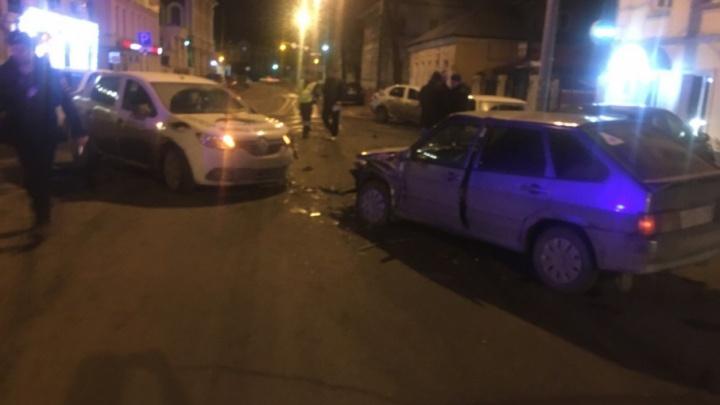 Водитель такси «Тройка» смял «пятнашку» в центре Ярославля