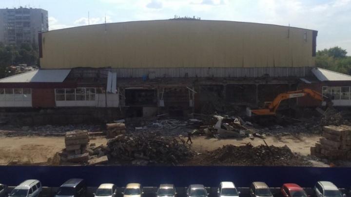 В Самаре начали сносить старый  дворец спорта