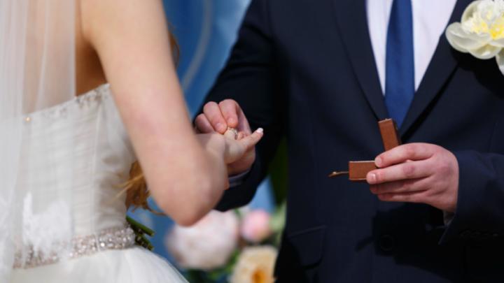 «Ростовские миллионеры просят женить их на провинциалках»: один день из жизни городской свахи