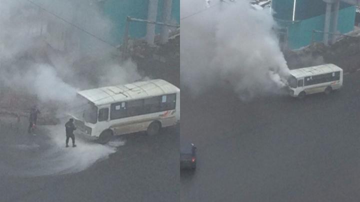 В Ярославле у автовокзала загорелся пассажирский автобус