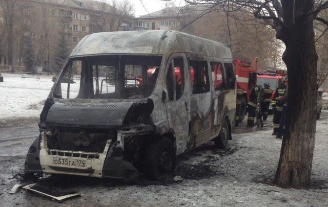 Возгорание маршрутки в Челябинске сняли на видео