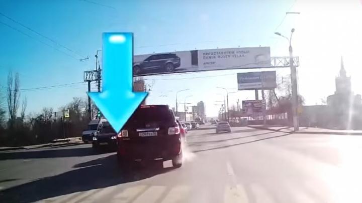 Волгоградец начал коллекционировать видео с главными автохамами города