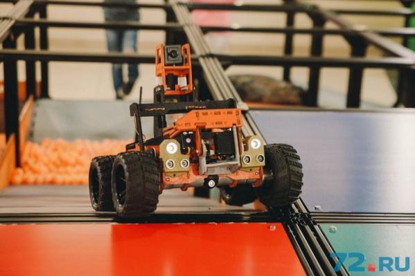 Рекомендуемые габариты робота для прохождения трассы – 35х40х40 см. Вес – до 15 кг