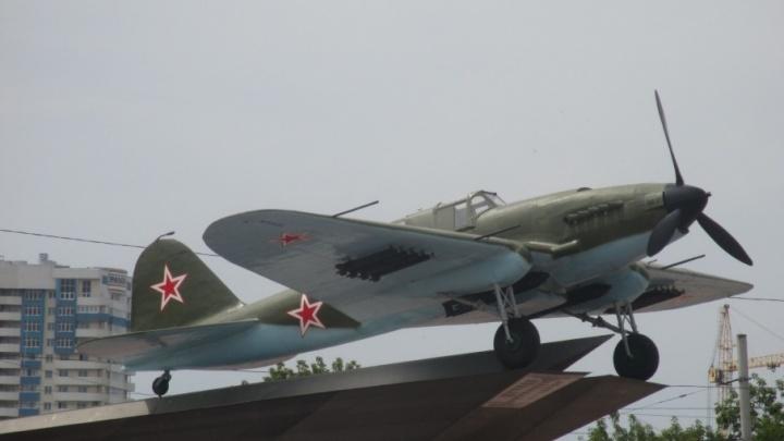 Памятник Ил-2 вернут на развязку Московского шоссе и проспекта Кирова этой осенью