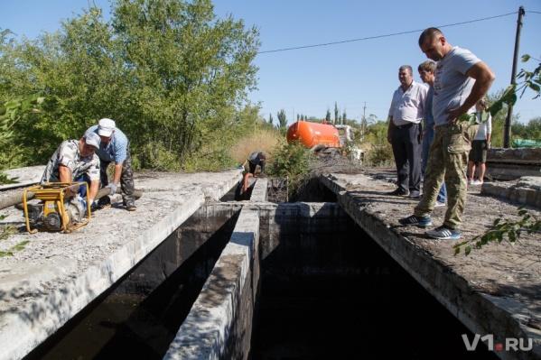 Добровольцы и казаки проверяют все подозрительные места в Калаче