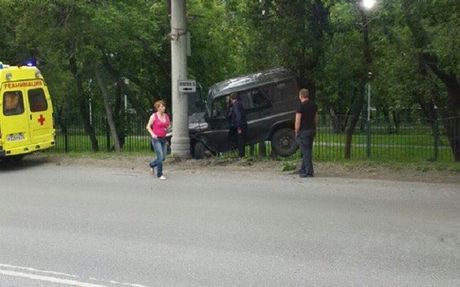Из-за приступа инсульта 71-летний водитель УАЗа влетел в столб на Интернациональной