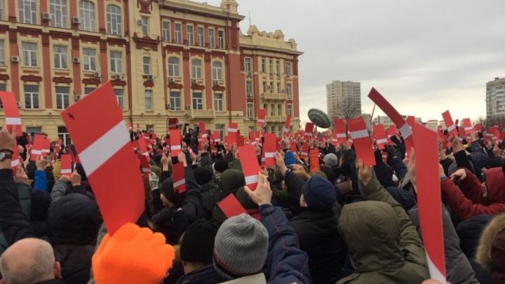 Сторонники Путина нажаловались на представителей Навального за прошедшее собрание на Театралке