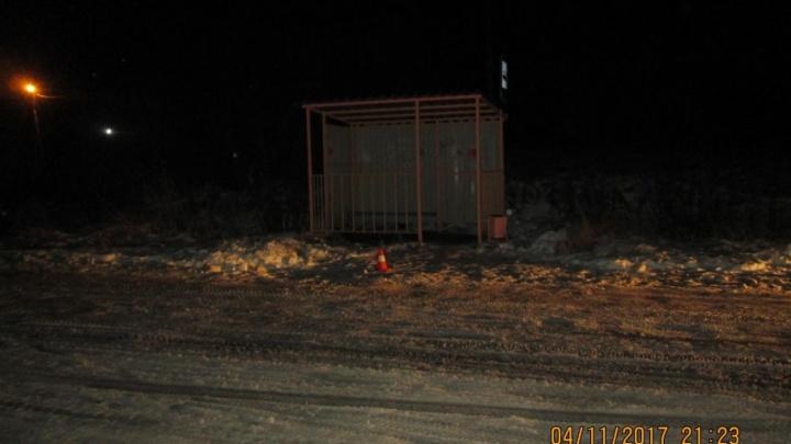 В Приморском районе водитель сбил подростка на остановке и уехал