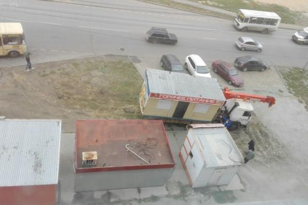 От незаконных ларьков избавят Курчатовский и Центральный районы