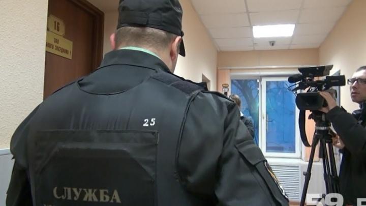 Пермские судебные приставы притворились заказчиками банкета в кафе, чтобы поймать должницу