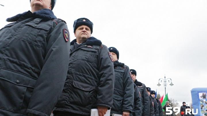 День полиции в Перми: вручили новые машины, танцевали полонез, вспоминали ветеранов