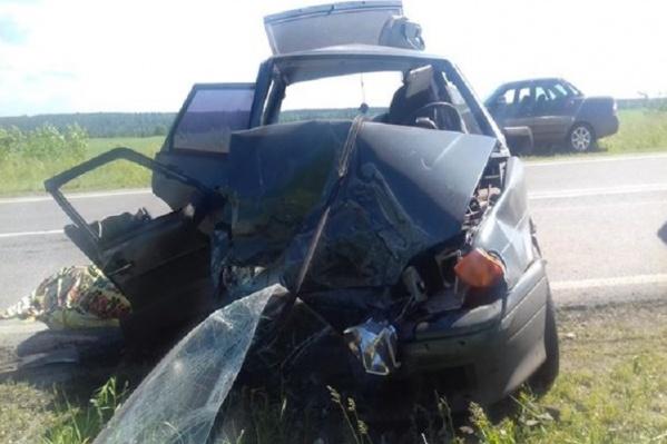 Пассажирка в автомобиле ВАЗ-2114 погибла на месте