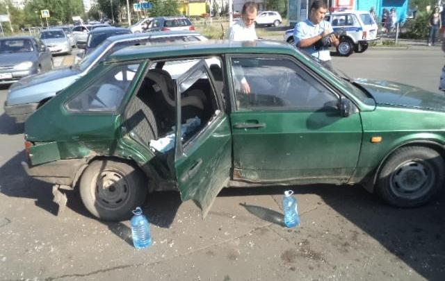 В Магнитогорске при столкновении двух ВАЗов из окна вылетел двухнедельный малыш