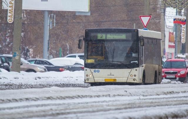 В Самарской области разрешили отменять движение автобусов на разбитых дорогах