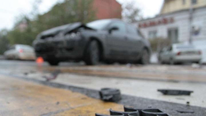На Дону столкнулись Volkswagen и мотоцикл: пострадал водитель
