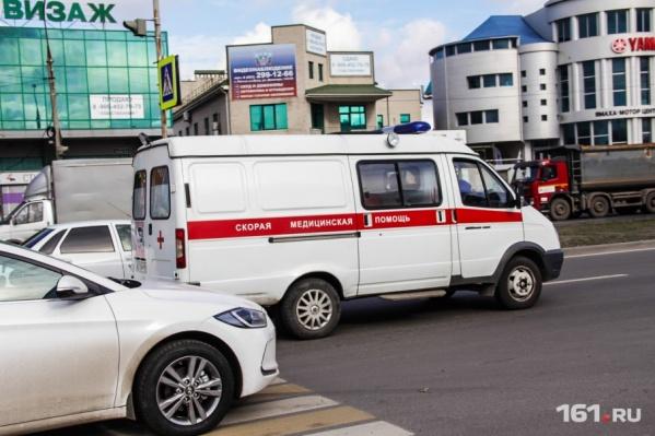 Двух водителей и пассажира госпитализировали