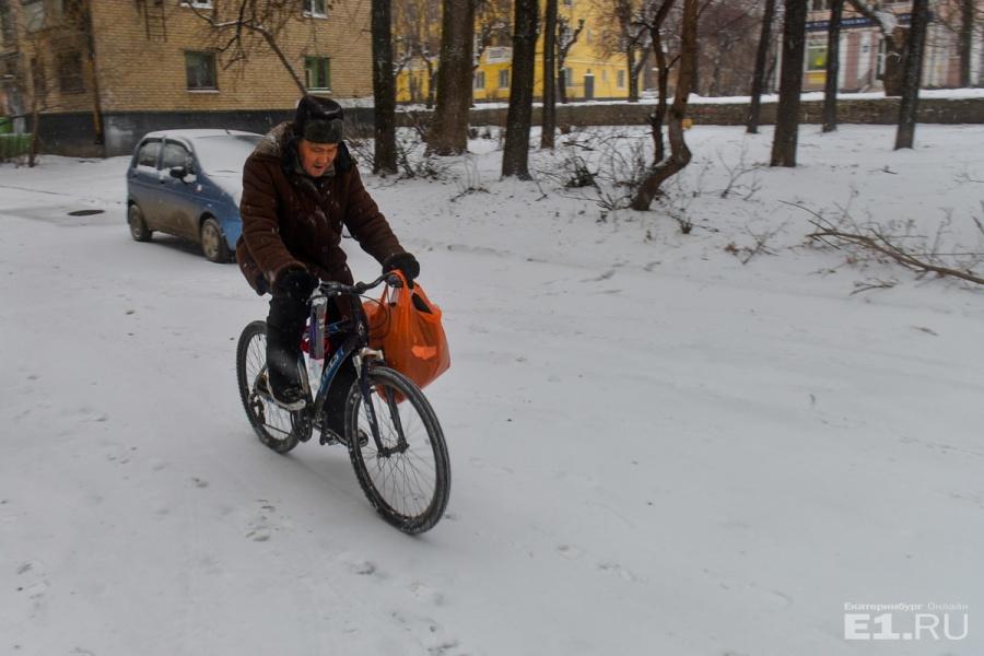 Настоящим эльмашевцам нипочём снегопад, главное выбрать правильные шины и задаться целью доехать до нужного места