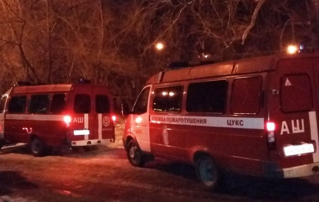 Челябинские пожарные спасли шесть человек из горящего дома на ЧМЗ