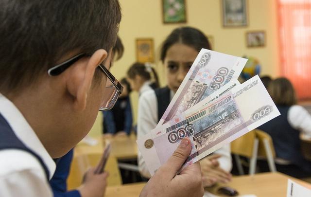 Лучше помочь бабушке, чем потратить деньги на приставку: детей научили финансовой грамоте