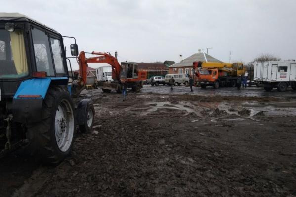 На месте прорыва ведутся ремонтные работы