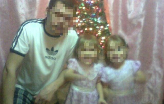 Сестер-близняшек похоронили в Тюмени, а с их отцом простятся сегодня в Боровском