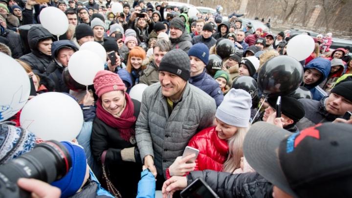 74.ru провёл онлайн-трансляцию с открытия магазина Сергея Ковалёва в Челябинске