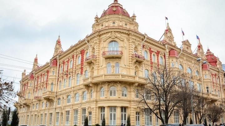 В Ростове особенным детям подарили самокаты и клубнику