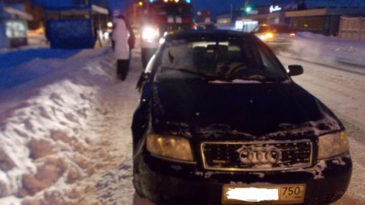 В Ярославской области иномарка сбила мужчину, переходившего дорогу на красный