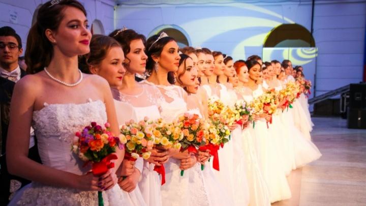 Бал и красавицы: в Новочеркасске студенты отметили Татьянин день в атмосфере 19-го века