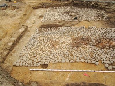 Каменное сооружение XVII в. с булыжным полом