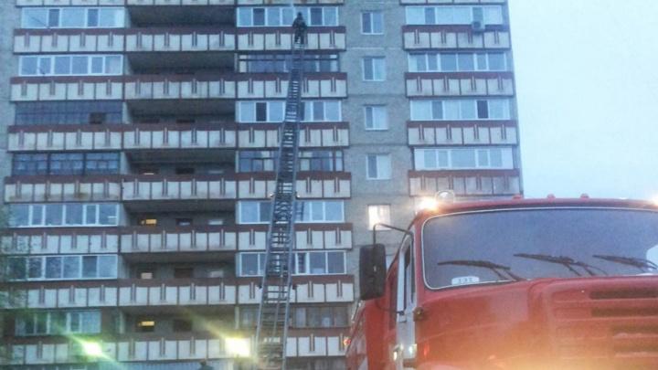 Пожар в многоэтажке на Широтной: спасатели эвакуировали 46 человек