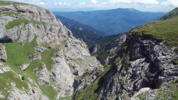 Две недели под землей: пермяки исследуют одну из самых больших пещер Кавказа