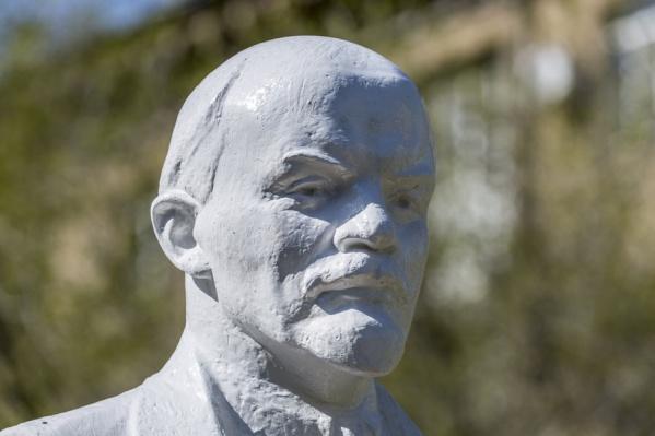 Ленин-«Терминатор» целый год смотрел с пьедестала на Волгоград